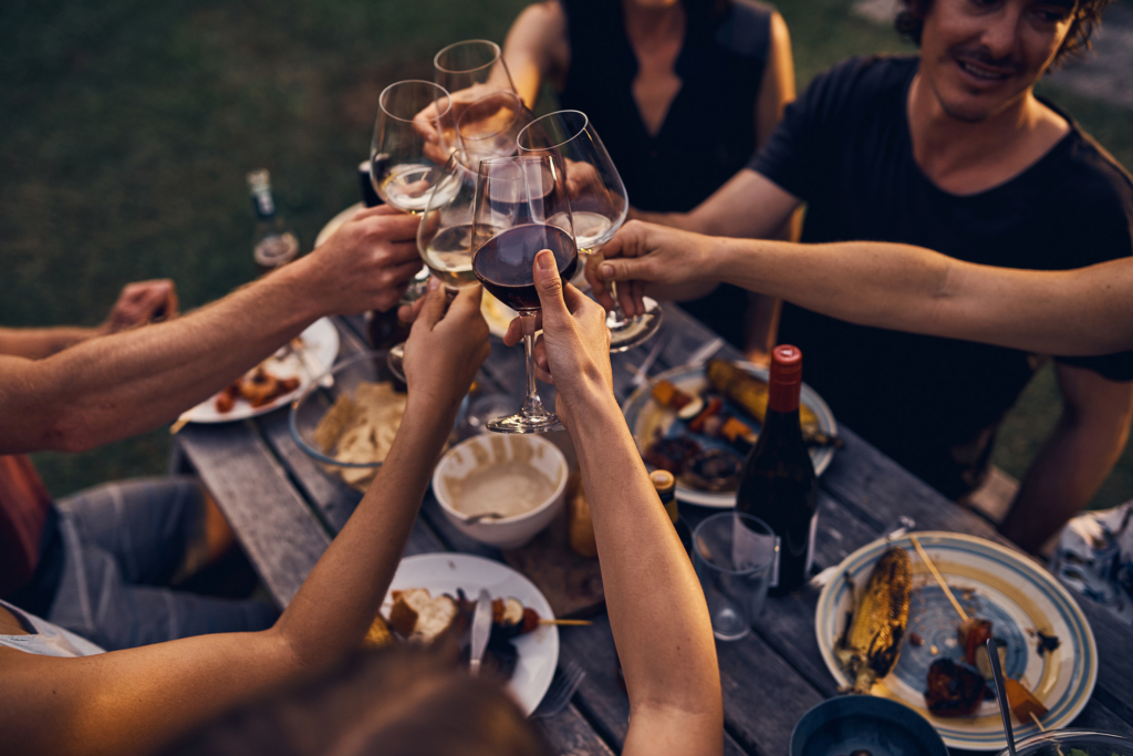 Outdoor living: Sharing food & wine with friends