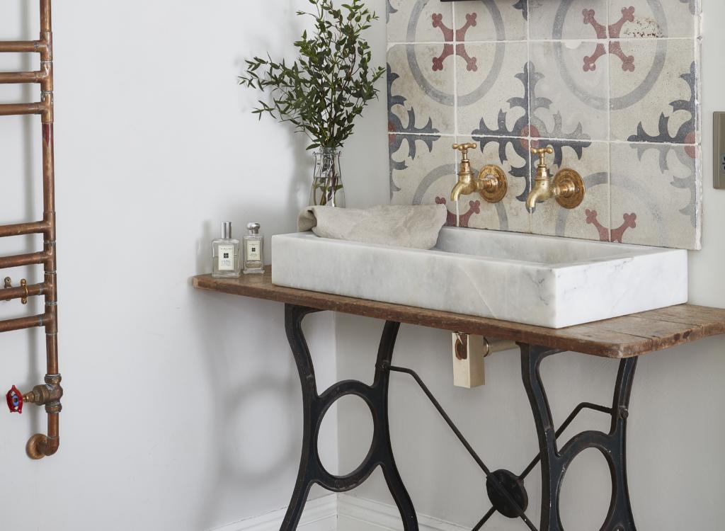 Tiles bathroom splashback