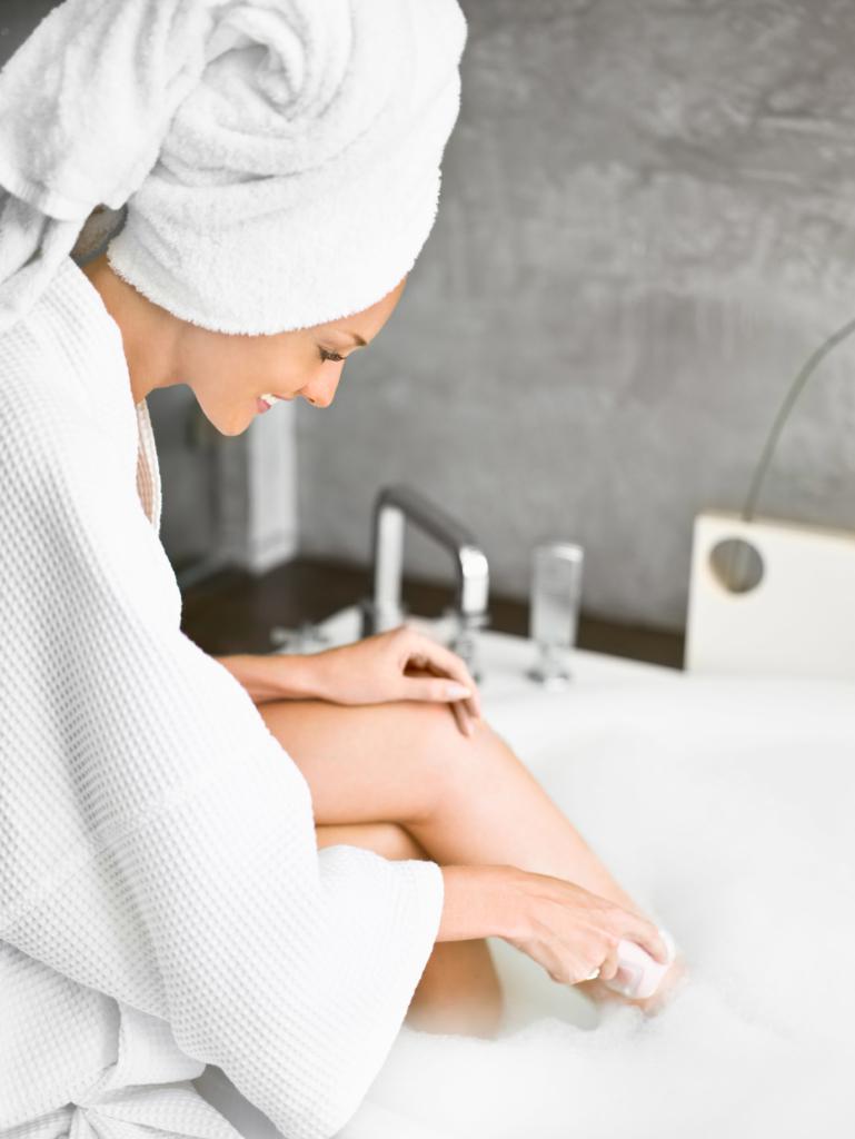 Christmas beauty tips Woman shaving beauty leg