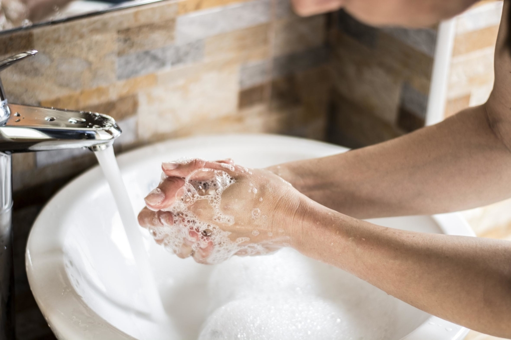 How to fight flu washing hands with soap
