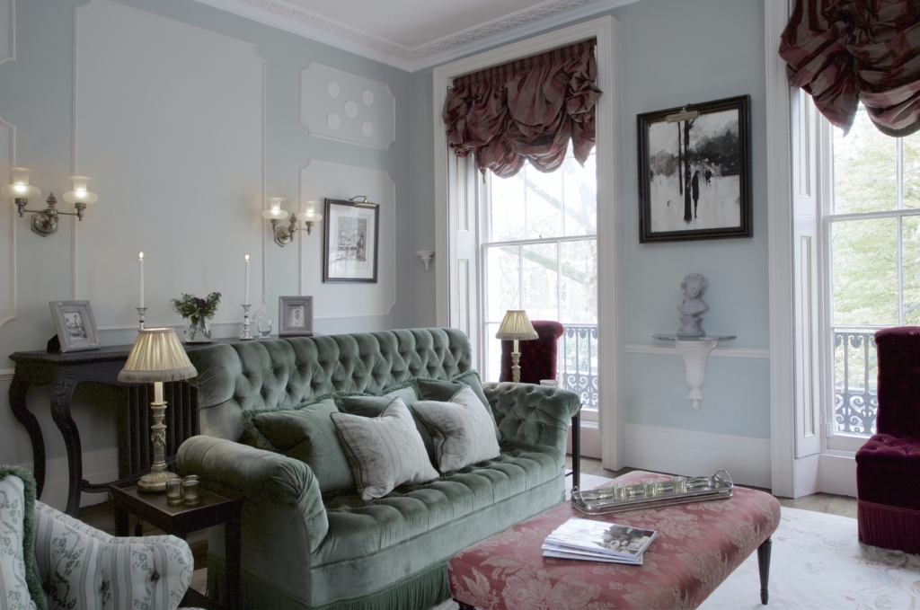 017 CLASSIC DESIGN DETAILS IN THE FORMAL LIVING ROOM AT REGENTS PARK TOWNHOUSE BY HENRY PRIDEAUX interior designer