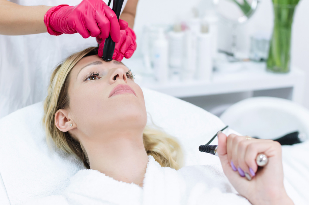 How to look younger Face skin radiofrequency lifting