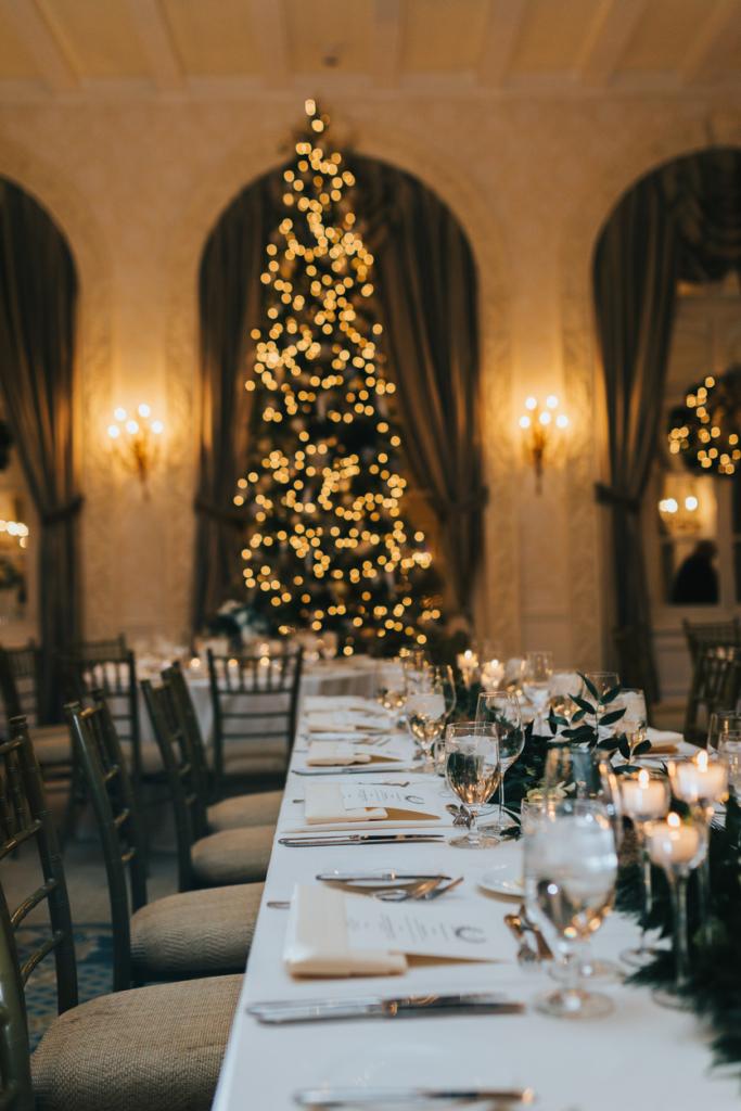 winter wedding Wedding table with christmas tree